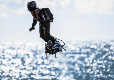 Изобретатель полетал на реактивной доске: появилось впечатляющее видео